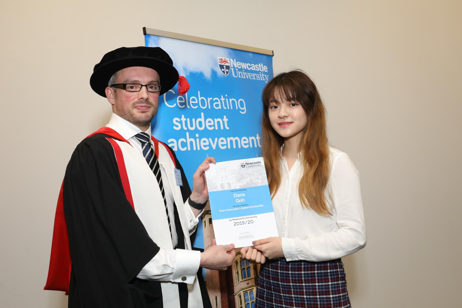AV alumna receives scholarship