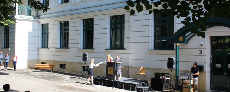 Female student receiving award at AMADEUS Vienna